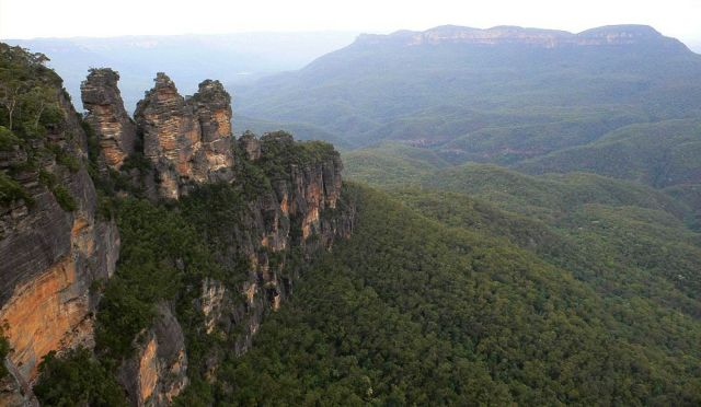 Die Fels-Formation Three Sisters, Blick vom Queen Elizabeth Lookout nahe des Echo Points - Blue Mountains, New South Wales, Australien